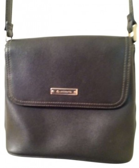 Preload https://item1.tradesy.com/images/liz-claiborne-black-leather-cross-body-bag-138430-0-0.jpg?width=440&height=440