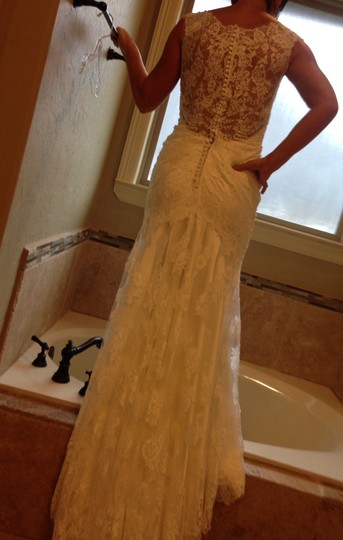 Allure Bridals Off White Lace Feminine Wedding Dress Size 6 (S)