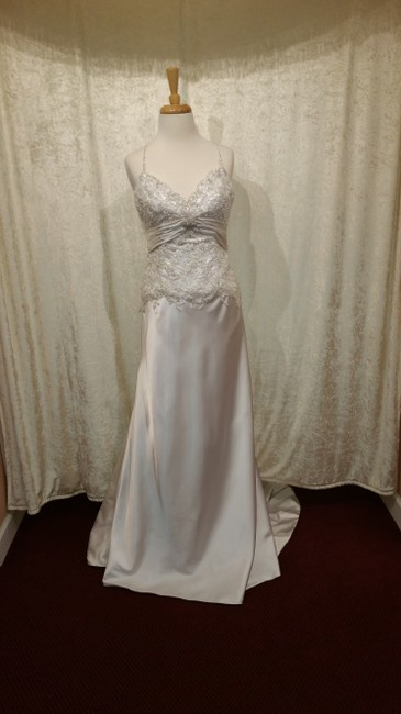 Item - Ivory Silky Soft Satin Destination Wedding Dress Size 8 (M)