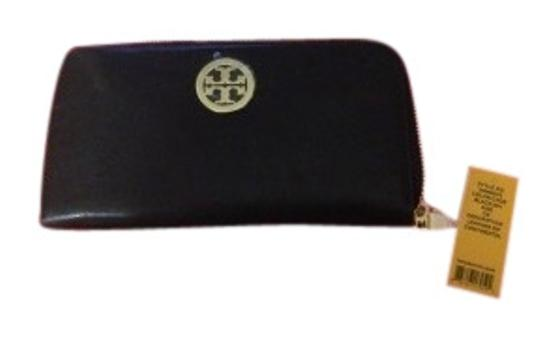 Preload https://img-static.tradesy.com/item/138493/tory-burch-black-leather-with-gold-details-continental-zip-wallet-0-1-540-540.jpg