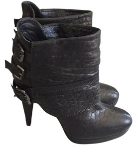 Vicmatie Blac Boots
