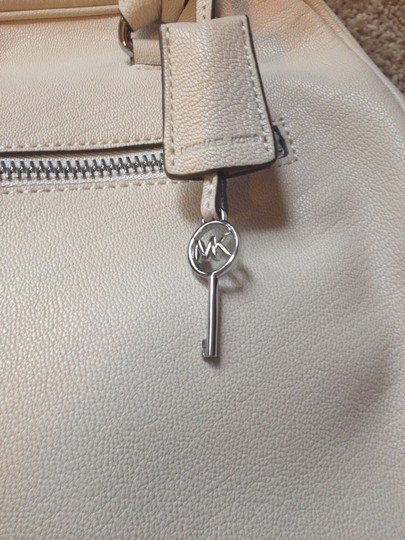 Michael Kors Satchel in Vanilla / White