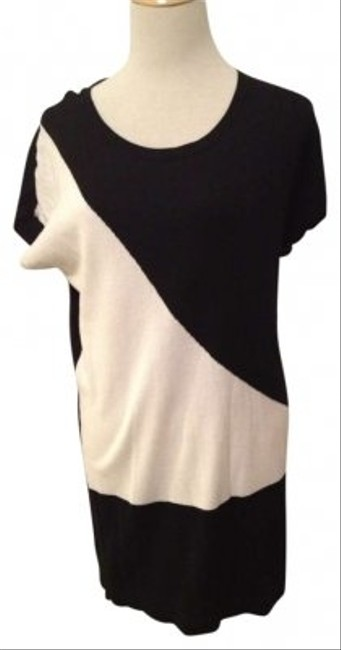 Preload https://item5.tradesy.com/images/kenneth-cole-reaction-black-and-white-sweater-tunic-size-8-m-138574-0-0.jpg?width=400&height=650