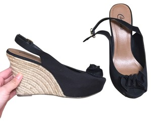 Candie's Wedges
