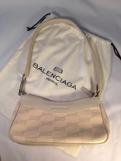 Preload https://item5.tradesy.com/images/balenciaga-cream-logo-with-taupe-contrast-leather-shoulder-bag-138799-0-0.jpg?width=440&height=440
