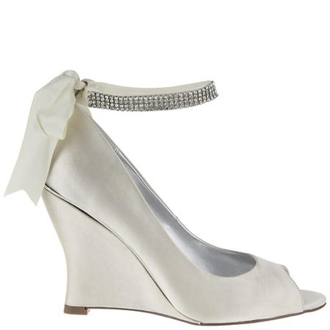 Item - Ivory Emma Bridal Wedge Formal Size US 8 Regular (M, B)