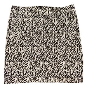 Ann Taylor LOFT Like New Skirt Black and white