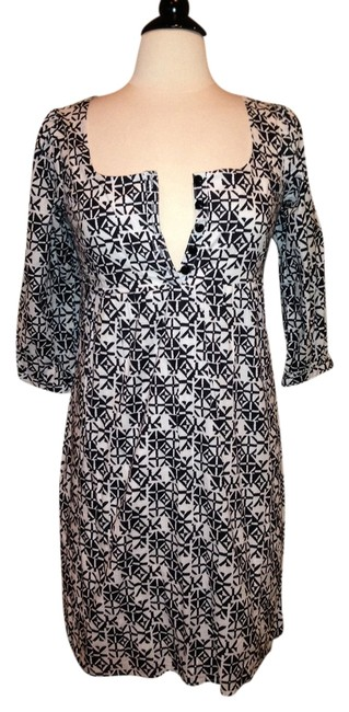 Preload https://item2.tradesy.com/images/guess-black-white-knee-length-short-casual-dress-size-8-m-1389526-0-0.jpg?width=400&height=650