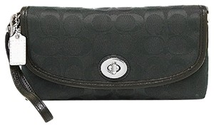 Coach F51820 51820 Wristlet in Black