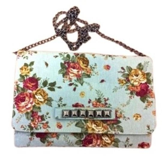 Preload https://item4.tradesy.com/images/floral-flowers-pattern-clutch-chain-strap-silver-mint-green-fabric-cross-body-bag-139038-0-0.jpg?width=440&height=440