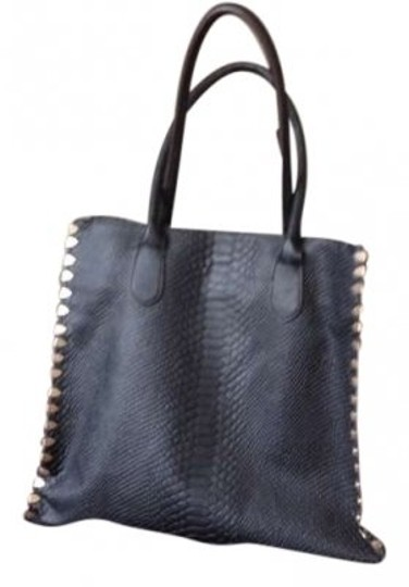 Preload https://item3.tradesy.com/images/shoedazzle-black-leather-tote-139127-0-0.jpg?width=440&height=440