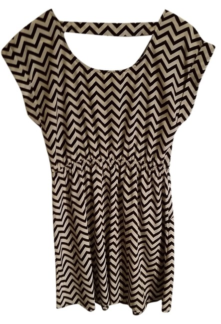 Item - Black and Tan Chevron Sleeves Above Knee Short Casual Dress Size 12 (L)