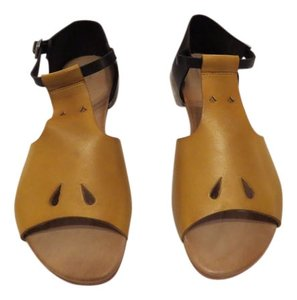 Beatriz Furest Two Leather Colors Cut Outs Attractive Design Made In Spain Ochre/Black Sandals