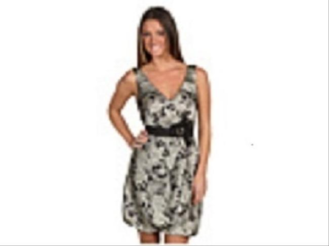 BCBG Paris Cute Flattering Cut Silky Feel Polyestr Fabric Swallow Style Skirt Paisley V Neck Dress