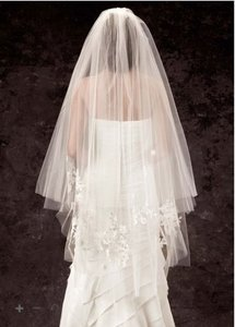 Vera Wang Ivory Medium Two-tier Walking Length with Lace Appliques Bridal Veil