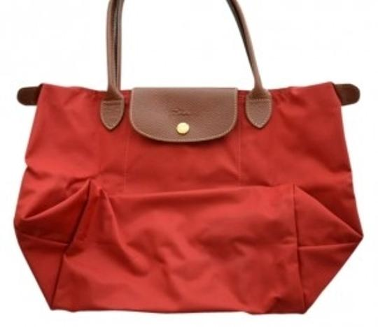 Preload https://item2.tradesy.com/images/longchamp-pliage-medium-shoulder-deep-red-nylon-tote-13961-0-0.jpg?width=440&height=440