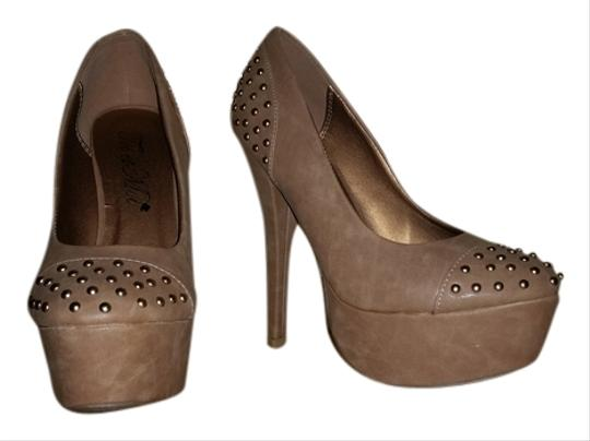Preload https://img-static.tradesy.com/item/1397098/toi-et-moi-chestnut-heels-with-embelishments-new-platforms-size-us-55-regular-m-b-0-0-540-540.jpg