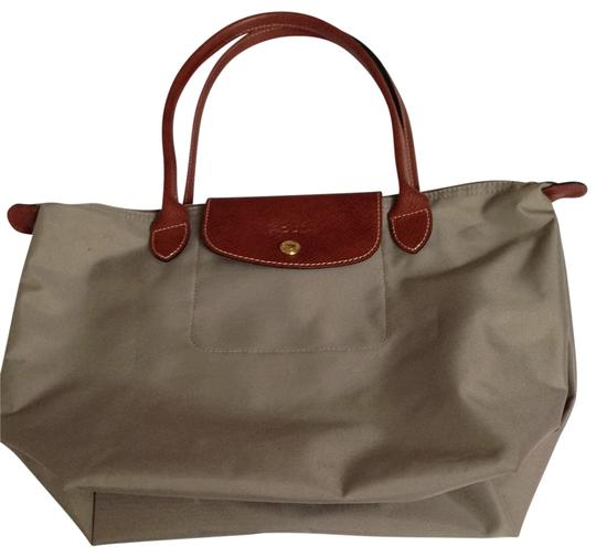 Preload https://img-static.tradesy.com/item/139871/longchamp-pliage-grey-shoulder-bag-0-0-540-540.jpg