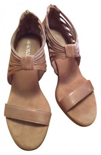 Preload https://item4.tradesy.com/images/aerosoles-beige-sandals-size-us-75-139883-0-0.jpg?width=440&height=440