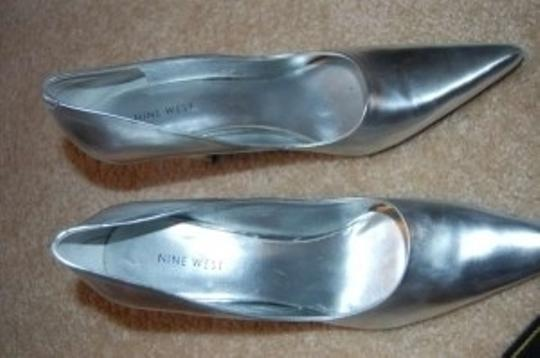 Nine West Pointed Silver Pumps