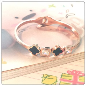 Fashion Jewelry For Everyone Black Clover and Crystals Rose Gold Bangle