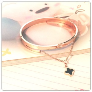Fashion Jewelry For Everyone Hanging Chain Black Clover Rose Gold Bangle