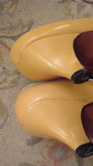 Evan Picone Made In Spain Leather Yellow with white bows and white accents Pumps Image 4