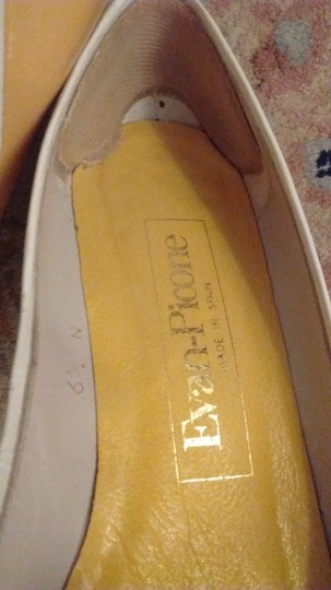 Evan Picone Made In Spain Leather Yellow with white bows and white accents Pumps Image 6