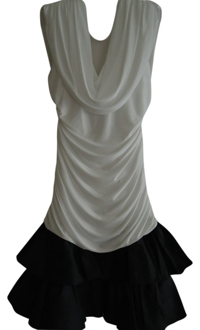 Item - Black and White Tapered Fit At The Top Portion Throughout The Hip Area Above Knee Cocktail Dress Size 10 (M)