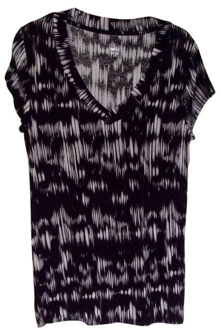Preload https://img-static.tradesy.com/item/14002123/mossimo-supply-co-black-and-white-blouse-size-16-xl-plus-0x-0-1-650-650.jpg