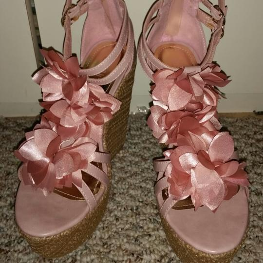 Rouge nude Wedges