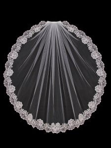 EnVogue Bridal Ivory Fingertip Wedding Veil With Lace Edge