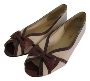 California Magdesians Linen Bow Trim Patent Leather Trim Beige Flats