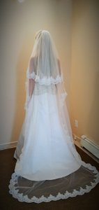Bridal Floor Length Lace W/ Pearls 2 Tiers & Comb 92