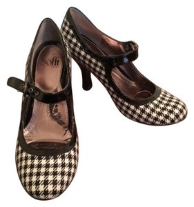 Erosoft by Sfft Black/White Plaid Pumps