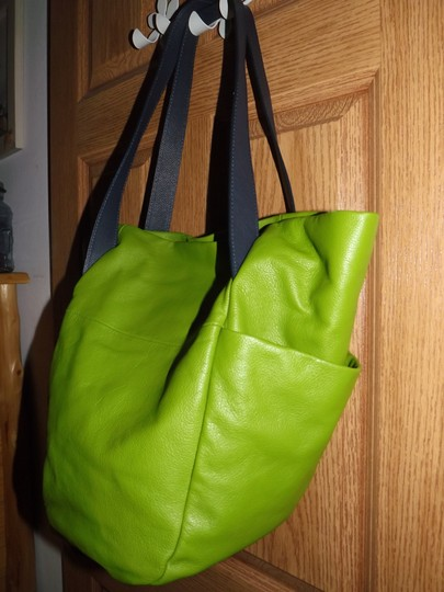 Olivia M Tote in green