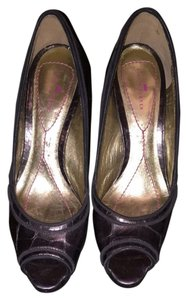 Elaine Turner Gray Metallic Pumps