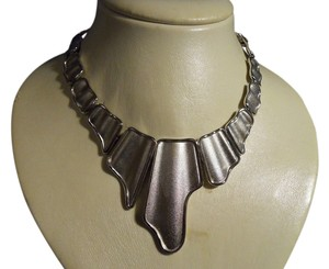 MONET modernistic collar