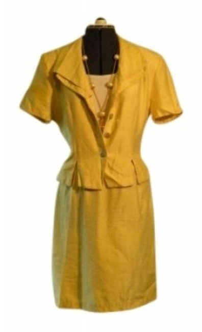 Preload https://img-static.tradesy.com/item/140617/dani-max-yellow-butter-two-piece-skirt-suit-size-14-l-0-0-650-650.jpg