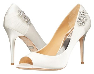 Badgley Mischka Wedding Satin Wedding Bridal Jewelred white Pumps