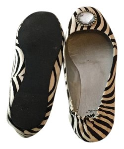 Yellow Box Leather Upper Fun zebra Flats