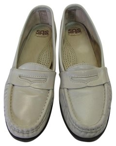 Sasch Size 7.00 N Great Condition Neutral Flats