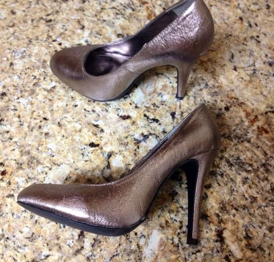 Steve Madden Ronnie Heels High Heels Metallic Leather Patent Distressed Women Girls Misses Hot Sexy Cool Urban Trendy Trend Style Silver Pumps