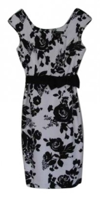 Preload https://img-static.tradesy.com/item/140933/white-house-black-market-and-graphic-floral-short-fitted-knee-length-cocktail-dress-size-8-m-0-0-650-650.jpg