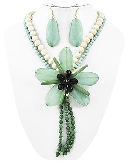 Preload https://img-static.tradesy.com/item/1410177/green-and-ivory-acrylic-flower-earrings-necklace-0-0-540-540.jpg