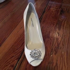 Benjamin Adams Ivory Wedges Size US 7.5 Regular (M, B)
