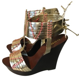 bebe Metallic gold/pink/brown Wedges