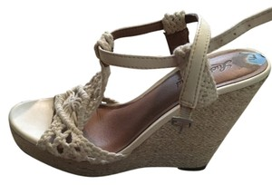 Lucky Brand Cream Wedges