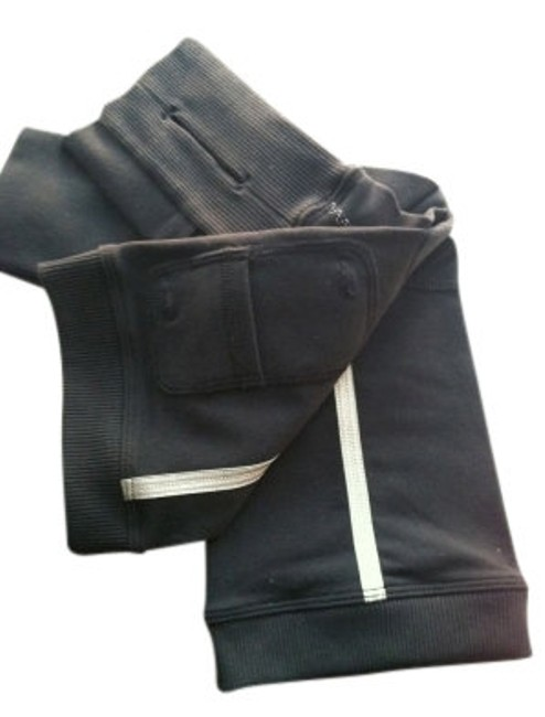 Preload https://item5.tradesy.com/images/lululemon-black-arm-warmers-activewear-gear-size-8-m-29-30-14104-0-0.jpg?width=400&height=650