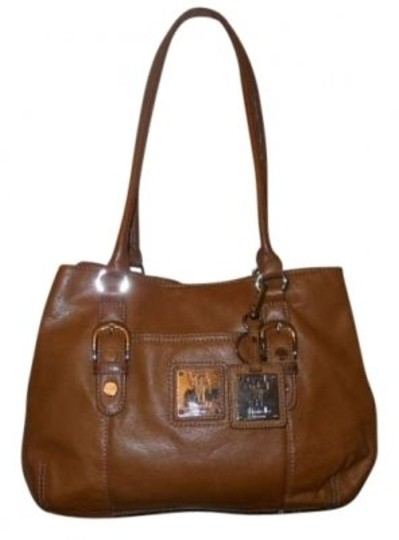 Preload https://item5.tradesy.com/images/tignanello-camel-leather-shoulder-bag-141049-0-0.jpg?width=440&height=440